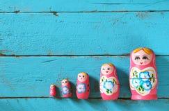 Satz matrioshka Puppen Retro- Filter stockfoto