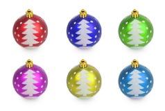 Satz mehrfarbige Weihnachtsbälle mit gemaltem Weihnachtsbaum Lizenzfreies Stockbild