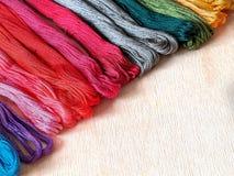 Satz mehrfarbiges Thread moulinet Stockfotos