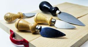 Satz Messer für italienischen typischen parmiggiano reggiano Käse Stockbilder
