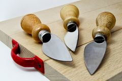 Satz Messer für italienischen typischen parmiggiano reggiano Käse Lizenzfreies Stockbild