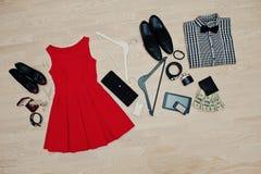Satz modische Kleidung Ausstattung des Mannes und der Frau Kleidung und der acces Lizenzfreies Stockbild