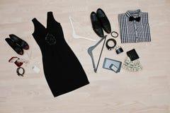 Satz modische Kleidung Ausstattung des Mannes und der Frau Kleidung und der acces Lizenzfreie Stockfotos
