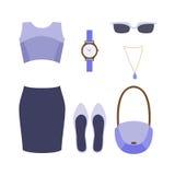 Satz modische Kleidung der Frauen Stockfotos