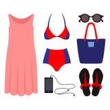 Satz modische Kleidung der Frauen mit Badeanzug Stockfoto