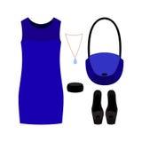 Satz modische Kleidung der Frauen mit blauem Kleid und Zubehör Stockfotos