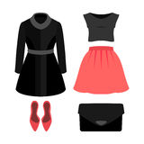 Satz modische Kleidung der Frauen mit Mantel, Bluse, Rock Stockfoto