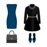 Satz modische Kleidung der Frauen mit Mantel, Kleid und Zubehör Stockbild