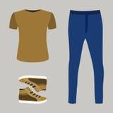 Satz modische Kleidung der Männer mit Blue Jeans, T-Shirt und Turnschuh Stockbilder