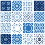 Satz nahtlose Muster - blaue Blumenverzierung Stockfoto