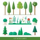 Satz Naturelemente: Bäume, Fichte, Büsche, Blumen, Gras Stockbild