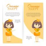 Satz nette kawaii Mädchen im orange Kleid mit Dekoration im Haar lokalisiert auf weißem Hintergrund Stockbilder