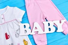 Satz nettes natürliches Kleid für Baby Stockfotografie