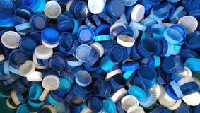 Satz Plastikflaschenkapseln für Wodka stockfotos
