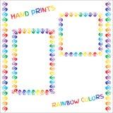 Satz Rahmen und Grenzen Handabdrücke in den Regenbogenfarben auf weißem Hintergrund Lizenzfreies Stockfoto
