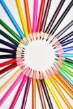 Satz realistische bunte farbige Bleistifte zeichnete in den Kreisen Lizenzfreies Stockfoto