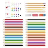 Satz realistische 3d hölzerne farbige Bleistifte, Stoßstifte, Papiere Stockfotos