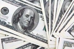 Satz Rechnungen von hundert Dollar Stockfotos