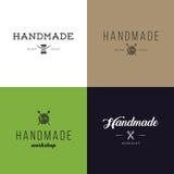 Satz Retro- handgemachte Ausweise der Weinlese, Aufkleber und Logoelemente, Retro- Symbole für lokalen nähenden Shop, Knitclub, h Stockbild