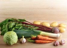 Satz rohes Gemüse für gesunde Ernährung, Porree, rote Rüben, Kartoffeln, Stockfotos