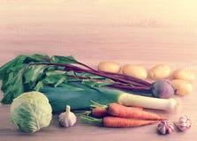 Satz rohes Gemüse für gesunde Ernährung, Porree, rote Rüben, Kartoffeln, Lizenzfreies Stockbild