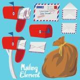 Satz roter Briefkasten-, Buchstabeumschlag und Post bauschen sich Lizenzfreie Stockfotografie