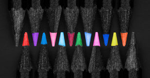 Satz schöne farbige schwarze Bleistifte Lizenzfreie Stockfotografie