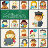Satz Schulikonen mit Kindern Stockbilder