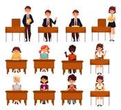 Satz Schuljungen und -mädchen, die im Klassenzimmer sitzen stock abbildung