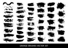 Satz schwarze Farbe, Tintenbürstenanschläge, Bürsten, Linien Schmutzige künstlerische Gestaltungselemente, Kästen, Rahmen für Tex Stockfotografie