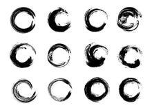 Satz schwarze Schmutz-Kreis-Flecke Auch im corel abgehobenen Betrag Hand gezeichneter Enso Zen Ink Circles Collection Lizenzfreies Stockfoto