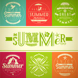 Satz Sommerferien- und -feiertagsembleme Stockfotos
