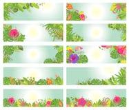 Satz sommerliche horizontale Fahnen mit tropischen Blumen Lizenzfreie Stockbilder