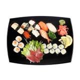 Satz Sushi auf der Platte lokalisiert auf Weiß Lizenzfreies Stockfoto