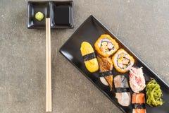 Satz Sushi und maki Rolle Lizenzfreie Stockfotos