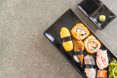 Satz Sushi und maki Rolle Lizenzfreies Stockfoto
