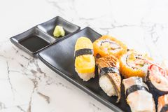 Satz Sushi und maki Rolle Stockbilder
