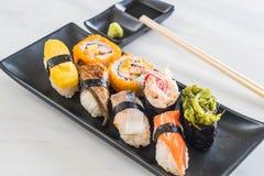 Satz Sushi und maki Rolle Stockfoto