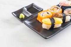Satz Sushi und maki Rolle Lizenzfreie Stockfotografie