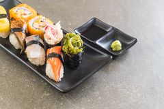 Satz Sushi und maki Rolle Stockbild