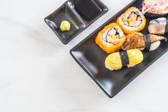 Satz Sushi und maki Rolle Lizenzfreies Stockbild