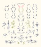 Satz symmetrische Blumengrafikdesignelemente Lizenzfreies Stockbild
