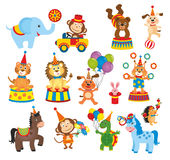 Satz Tiere im Zirkus Stockfotos