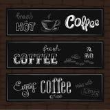 Satz Typografiedesignfahnen auf einem Ziegelsteinhintergrund Stockbild