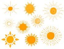 Satz unterschiedliche Hand gezeichnete Sonnen, Vektor-Illustration Stockfotografie