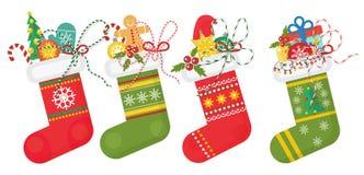 Satz Vektor Weihnachtssocken in rotes andd grünen Farben mit verschiedenen Mustern Weihnachtsstrumpfsammlung Stockbild