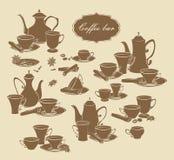 Satz Vektorelemente von Kaffeetöpfen, -schalen und -gewürzen Lizenzfreie Stockbilder