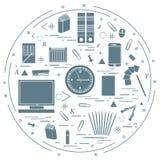 Satz verschiedene Bürogegenstände vereinbarte in einem Kreis einschließen Stockfotografie