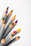 Satz verschiedene farbige Bleistifte auf weißem Hintergrund Lizenzfreie Stockbilder