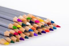 Satz verschiedene farbige Bleistifte auf weißem Hintergrund Stockbild